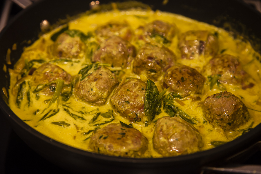 Spinach meatball curry
