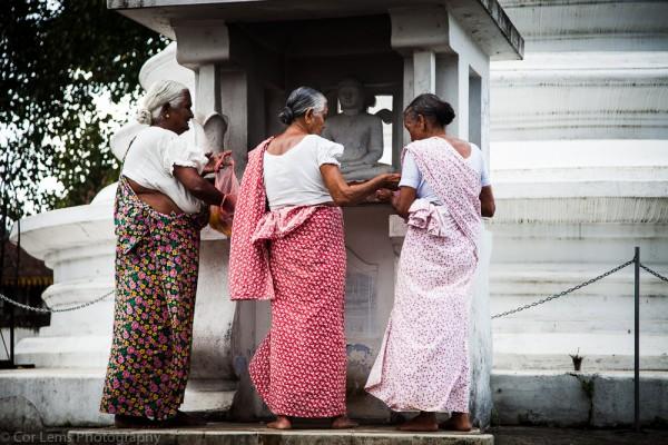 Pilgrims, Lankatilake temple, Kandy, Sri Lanka (January 2014)