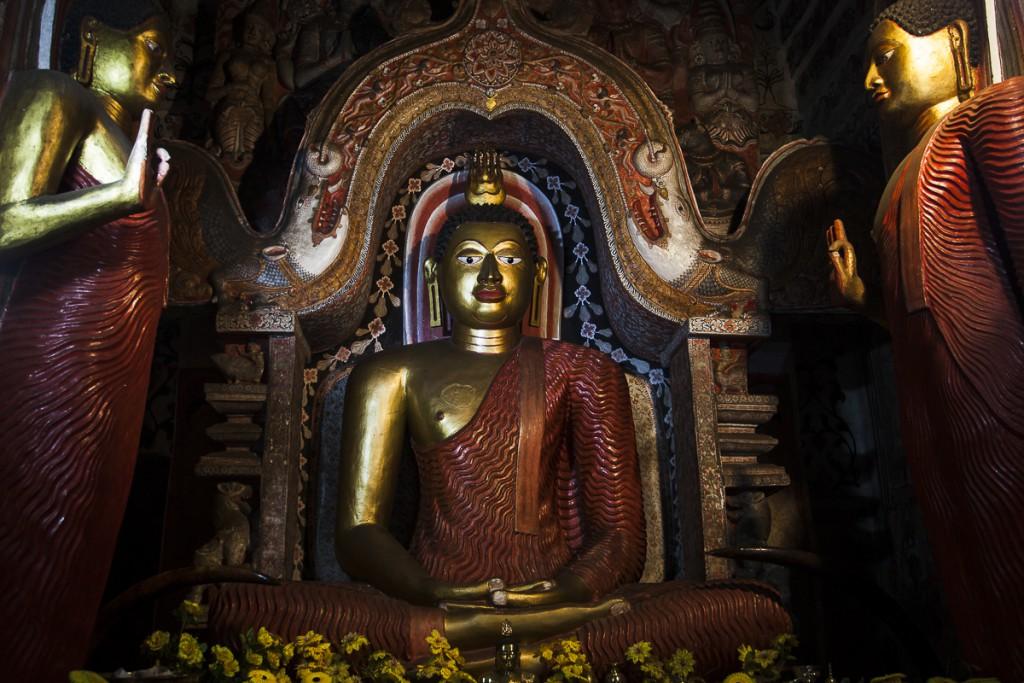 Buddha sancturm, Lankatilake temple