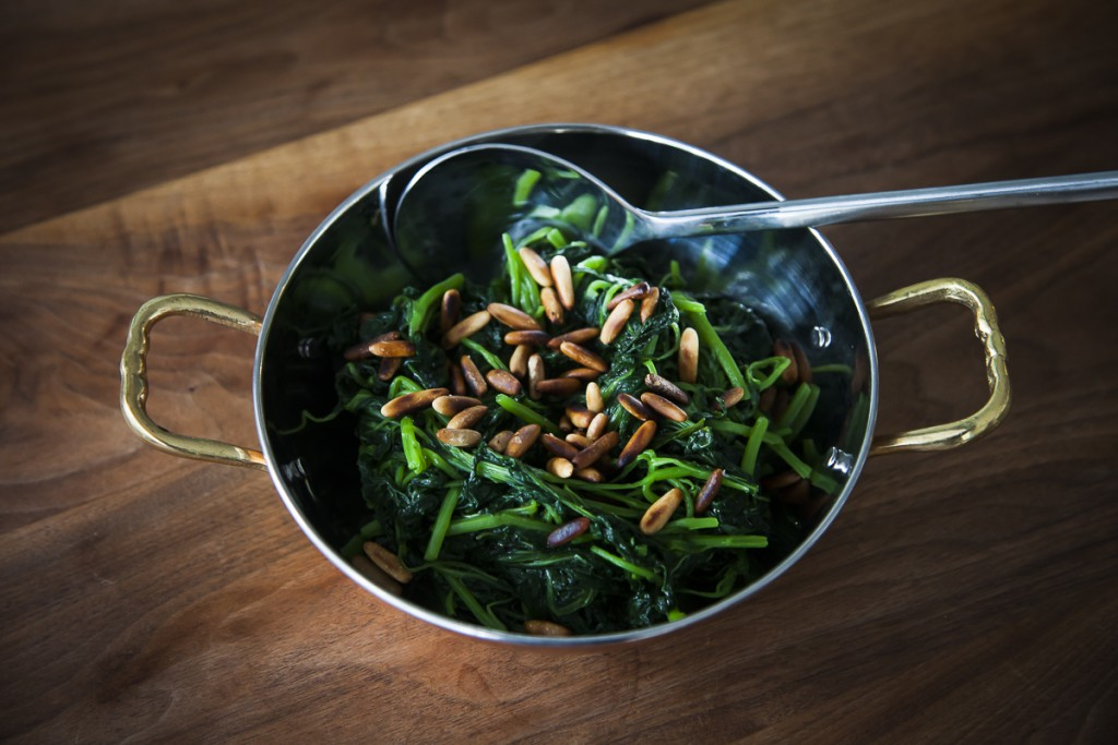 Fried spinach with garlic and pine nuts